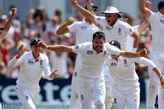 England celebrating the Ashes win