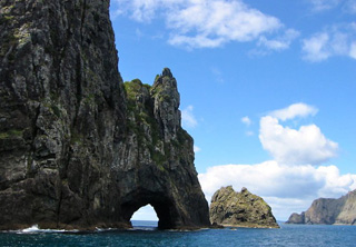 Bay of Islands in New Zealand - Hole in the rock